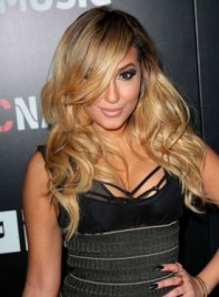 file_58633_adrienne-bailon-long-tousled-wavy-blonde-hairstyle_01-275