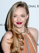 file_3273_amanda-seyfried-long-romantic-chic-blonde-hairstyle