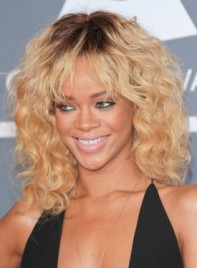 file_3406_rihanna-medium-curly-higlights-chic-blonde-275