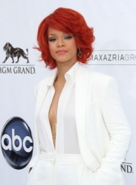 file_3474_rihanna-short-red-275