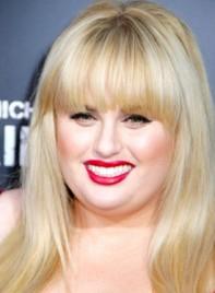 file_3508_rebel-wilson-long-blonde-chic-hairstyle-bangs-275