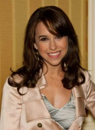 file_3558_lacey-chabert-medium-bangs-curly-brunette-275