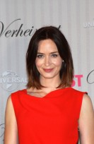 file_3856_emily-blunt-medium-chic-brunette-bob-hairstyle