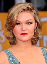 file_3954_julia-stiles-medium-sophisticated-wavy-blonde-hairstyle