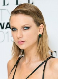 file_4244_Taylor-Swift-Medium-Straight-Blonde-Edgy-Hairstyle-275
