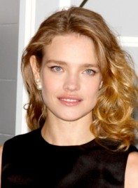 file_4735_natalia-vodianova-medium-blonde-curly-tousled-hairstyle-275