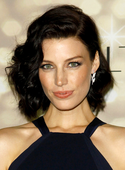 short hair styles brunette chic hairstyles riot 7649 | file 5326 jessica pare short wavy brunette chic hairstyle