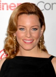 file_5348_elizabeth-banks-medium-wavy-chic-blonde-hairstyle-275