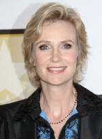 file_5494_jane-lynch-short-romantic-blonde
