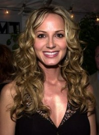 file_58695_chely-wright-long-curly-blonde-275