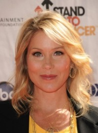 file_5929_christina-applegate-wavy-blonde-275
