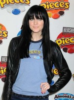 file_6259_ashlee-simpson-long-bangs-straight