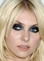 file_36_7031_what-men-think-makeup-taylor-momsen-02