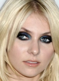 file_3_7031_what-men-think-makeup-taylor-momsen-02