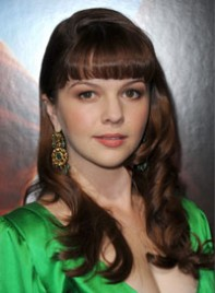 file_18_7731_best-bangs-face-shape-amber-tamblyn-04