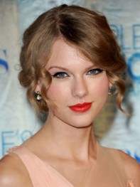 file_24_8261_at-home-prom-hair-makeup-taylor-swift-10