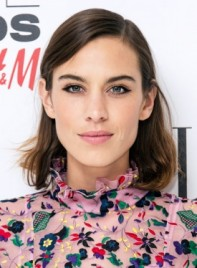 file_59769_Alexa-Chung-Short-Straight-Brunette-Edgy-Hairstyle-Pictures-275