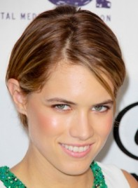 file_59816_cody-horn-short-chic-straight-brunette-hairstyle-275