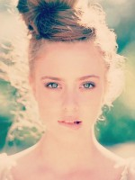 file_26_11431_frizzy-hair-top-knot