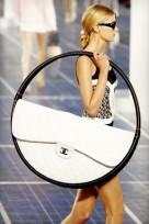 file_22_11841_craziest-fashion-2012-chanel-hula-hoop-bag