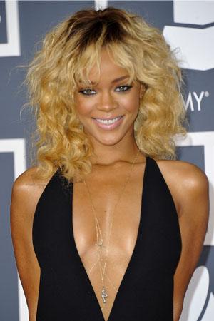 File 139 14341 Rihanna Hairstyles Blonde Dark Roots