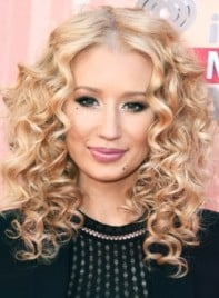 file_59976_Iggy-Azalea-Medium-Curly-Blonde-Romantic-Hairstyle-275