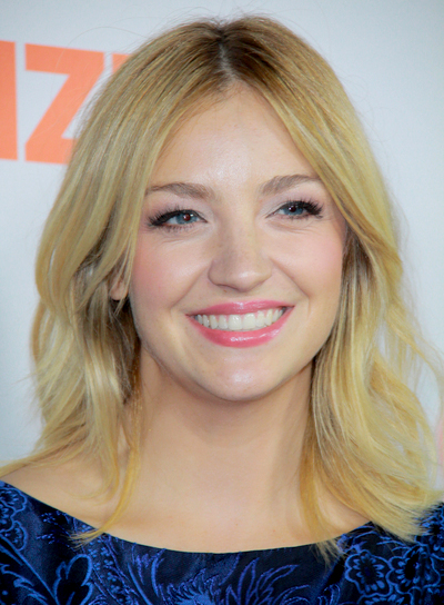 Abby Elliott's Medium, Blonde, Romantic, Chic Hairstyle