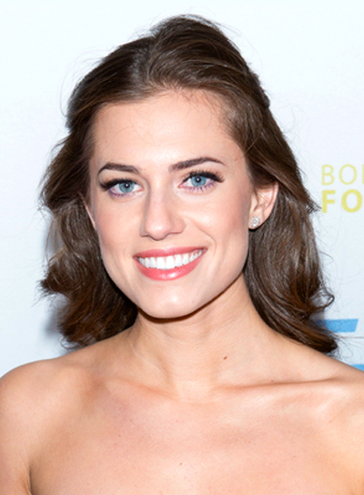 Allison Williams' Wavy, Brunette, Long, Romantic Hairstyle