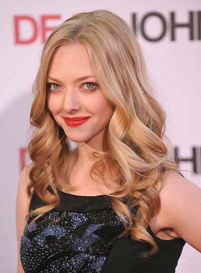 Amanda Seyfried Curly, Romantic, Blonde Hairstyle