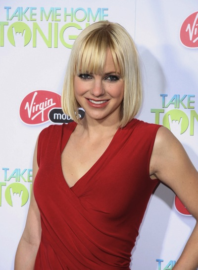 Anna Faris Short, Straight, Blonde Bob with Bangs