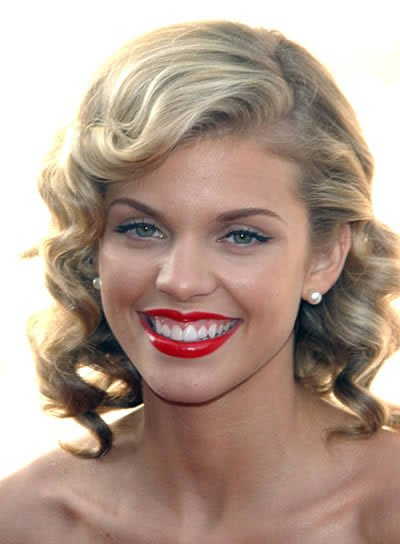 AnnaLynne McCord Medium, Curly, Blonde Hairstyle