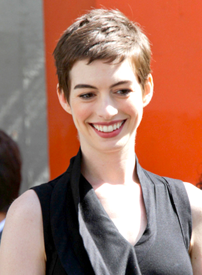 Anne Hathaway's Short, Edgy, Brunette Hairstyle