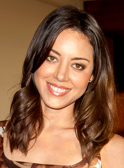Aubrey Plaza's Medium, Brunette, Tousled, Chic Hairstyle