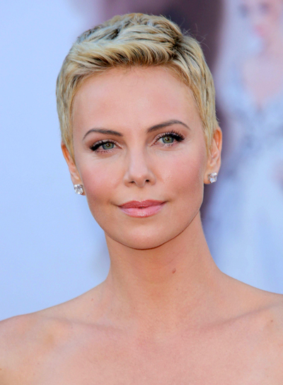 Charlize Theron S Short Blonde Chic Party Hairstyle