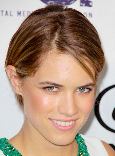 Cody Horn's Short, Chic, Straight, Brunette Hairstyle