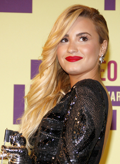 Demi Lovato's Long, Sexy, Blonde, Wavy Hairstyle