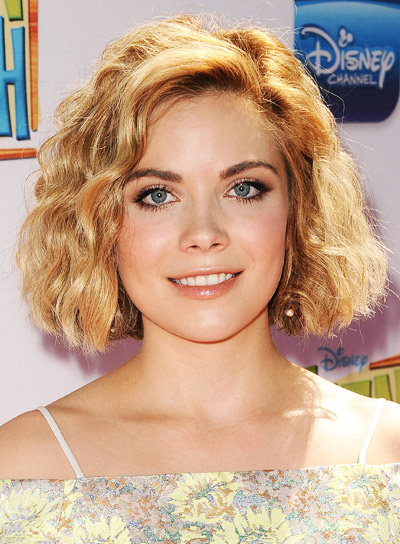 Grace Phipps' hort, Blonde, Curly, Bob Hairstyle