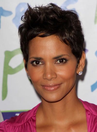 Halle Berry Short, Sexy Hairstyle for Oval Faces