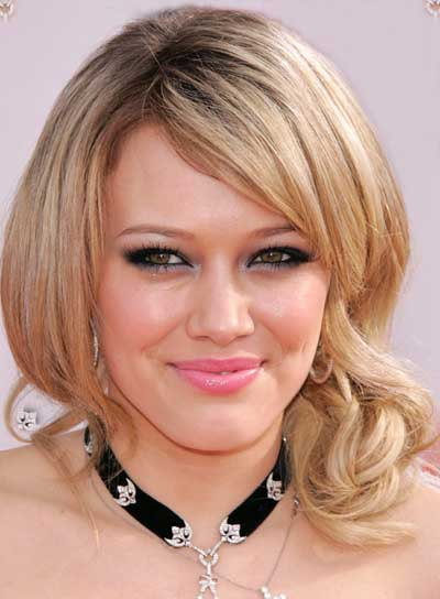 Hilary Duff Short, Wavy, Blonde Hairstyle