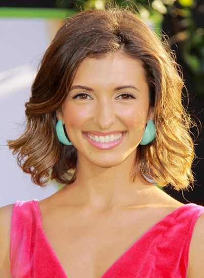 India de Beaufort's Short, Romantic, Tousled, Wavy Hairstyle