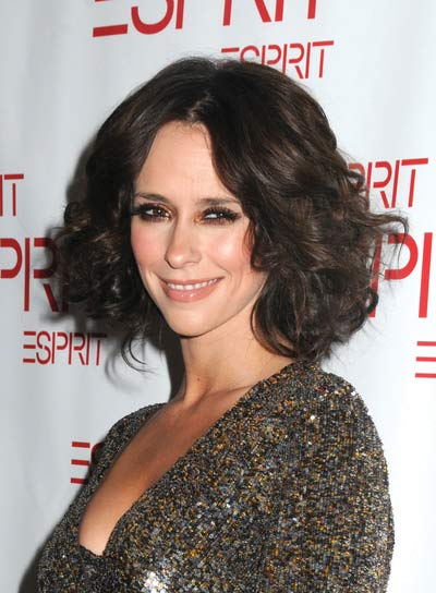 Jennifer Love Hewitt Short, Curly Bob
