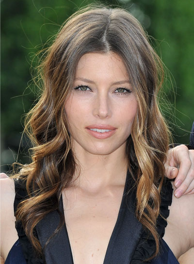 Jessica Biel Curly Brunette Hairstyle with Highlights