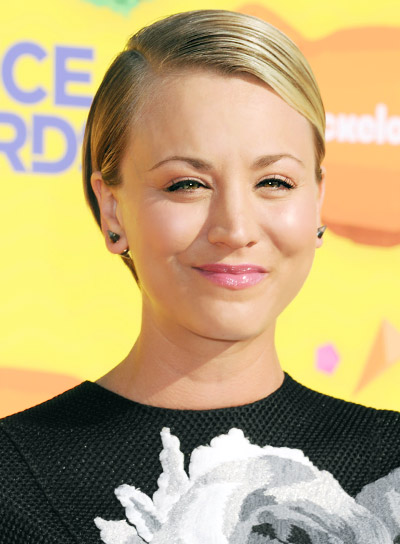 Kaley Cuoco with a Short, Blonde, Straight, Sophisticated Hairstyle Pictures