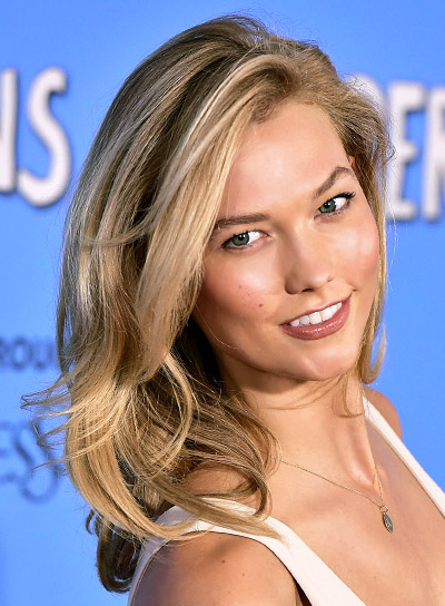 Karlie Kloss with a Medium, Blonde, Wavy, Sexy Hairstyle