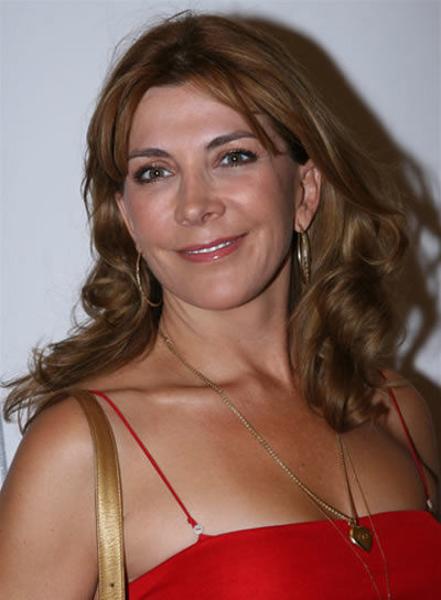 Natasha Richardson Long, Brunette, Wavy Hairstyle