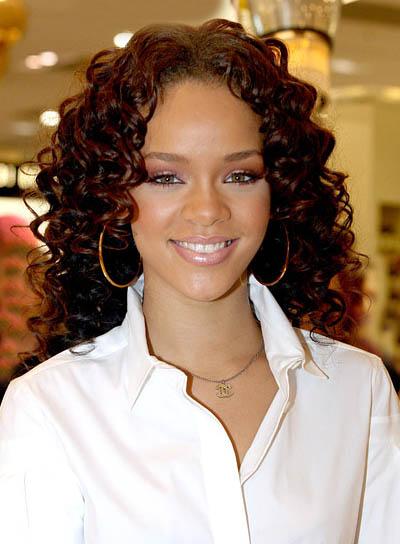 Rihanna Romantic, Curly Hairstyle