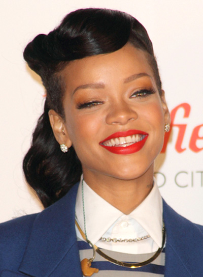 Rihanna's Long, Black, Edgy, Wavy Hairstyle