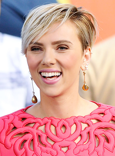 Scarlett Johansson With A Short Blonde Straight Edgy Hairstyle
