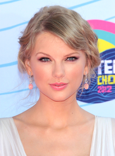 Taylor Swift's Blonde, Romantic, Wavy, Updo Hairstyle