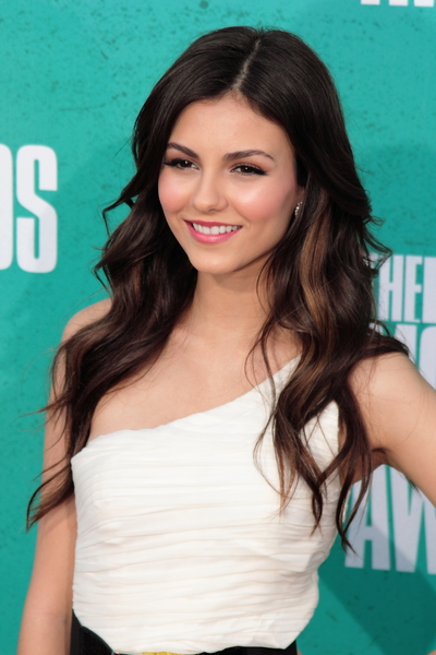 Victoria Justice's Long, Brunette, Romantic, Wavy Hairstyle